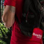 Couverture de plage de poche imperméable compacte de Boxiki Travel. Bâche pliante légère portable avec étui de transport rouge. Couverture extérieure de camping de pique-nique avec l'accessoire facile de la marque Boxiki Travel image 4 produit