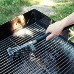 Navaris brosse à barbecue - Brosse en acier pour grill - Accessoire 3 en 1 de nettoyage en métal avec manche extra long - Nettoyeur pour BBQ four de la marque Navaris image 1 produit