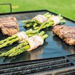 Tapis de Cuisson Haute Qualité pour Barbecue et Four - Set de 2 Tapis très épais de 40*33 cm pour les barbecue à gaz, charbon et électriques. 100% Anti-adhérent. L'accessoire indispensable pour cet ét de la marque Twinzee image 1 produit