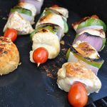 Tapis pour gril Barbecue KONA - Plaques ultra-résistantes et antiadhésives supportant 600 degrés (lot de 2) - Garantie 7 ans de la marque Kona image 4 produit