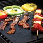 étoile Ssto Lot de 3grilles de barbecue Tapis anti-adhésif réutilisable Tapis de cuisson avec grille de 1brosses et 1Premium Pince en silicone pour griller la viande, légumes, fruits de mer, oeufs, de la marque STAR SSTO image 3 produit